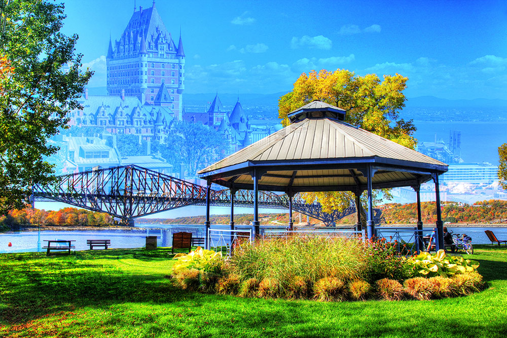 Quebec City Park and Bridge - Royalty-Free Stock Imagery