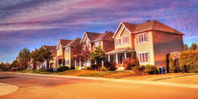 Cozy Neighborhood 02 - Royalty-Free Stock Imagery