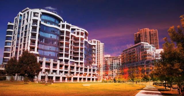 Urban Condominium Park - Royalty-Free Stock Imagery
