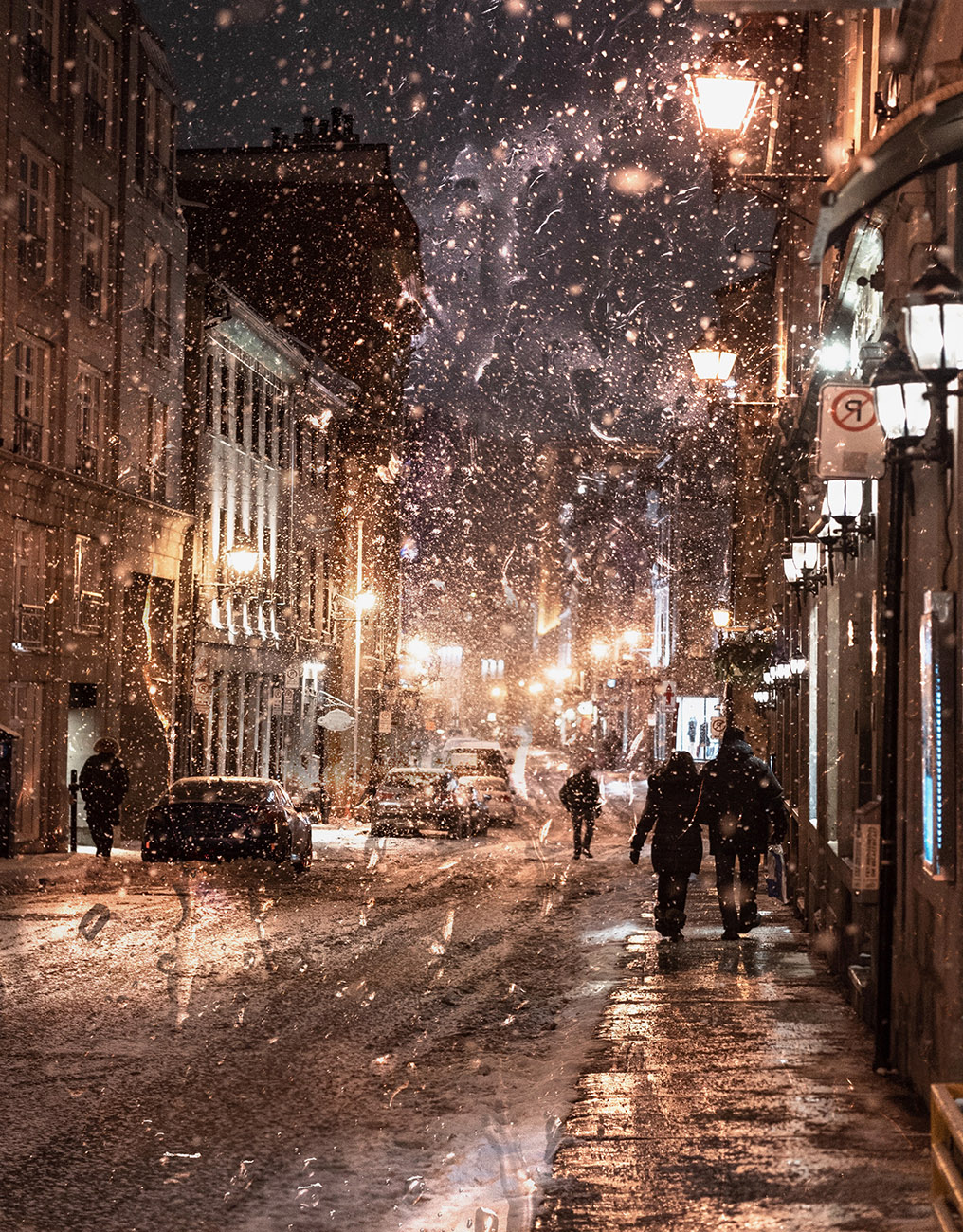 Bad Winter Weather in City Street - Royalty-Free Stock Imagery