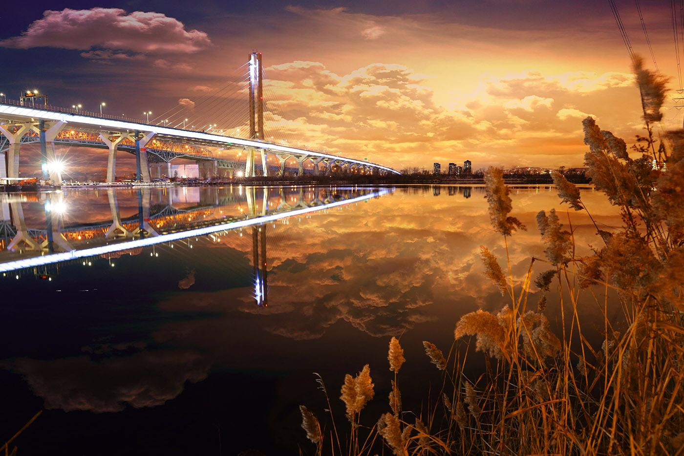 New Champlain Bridge in Montreal City at Night - Royalty-Free Stock Imagery