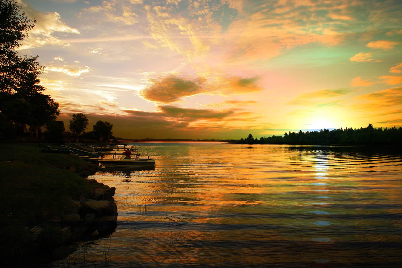 Perfect Sunset Lake - Royalty-Free Stock Imagery