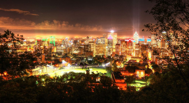 2020 Montreal City Sight at Night from the Mount Royal Hiking Trails - Royalty-Free Stock Imagery